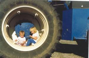 Enfants dans une roue